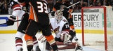 Different directions: Coyotes lose fourth straight, Ducks win fifth in a row