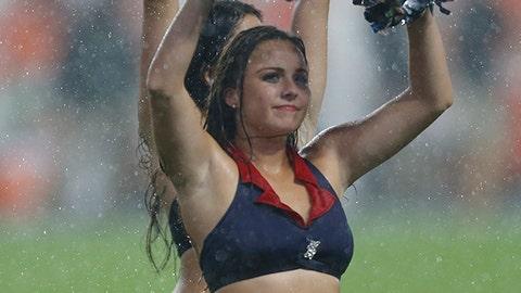 Florida Atlantic cheerleader