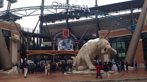 Tigers fans make team feel loved at TigerFest