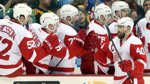 Red Wings rebound with rout of Penguins