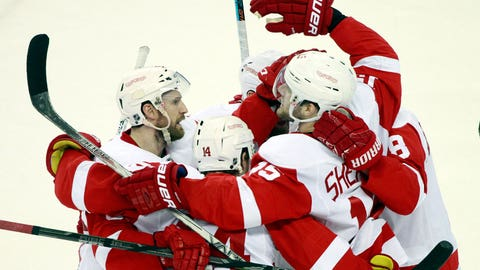Wings rebound with 4-0 win at Tampa, can clinch Monday at Joe