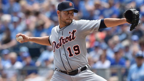 Sanchez helps Tigers split series with Royals that lived up to hype