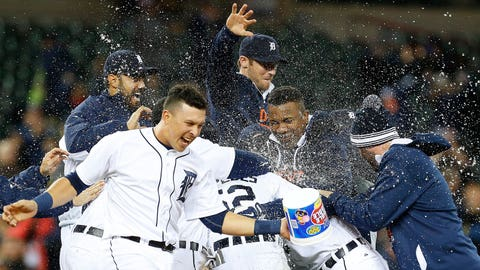Kinsler thrives under pressure in Tigers' walk-off victory over Twins