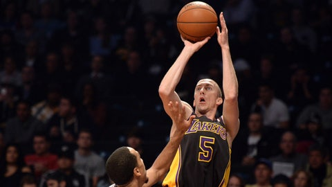Pistons acquire Steve Blake for Quincy Miller