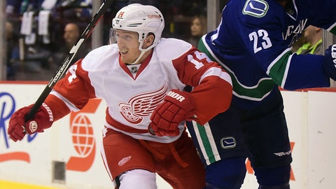Nyquist scores in OT, Wings beat Canucks 3-2