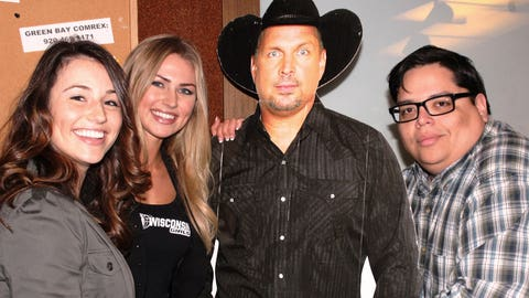Garth Brooks photo bombs Chyna & Sage's picture with Eddie from NASH FM.