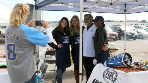 The FOX Sports Wisconsin Girls manned the grills & still found time to take a few photos with fans.