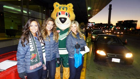 Angie, Jennifer, Kendall and Nordy enjoy meeting the fans for the Wake Up Rally.