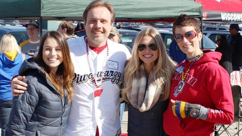Chyna & Sage found fans ready to cheer on the Brewers & the Badgers.