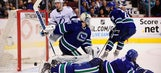Lightning use big 2nd period to drop Canucks
