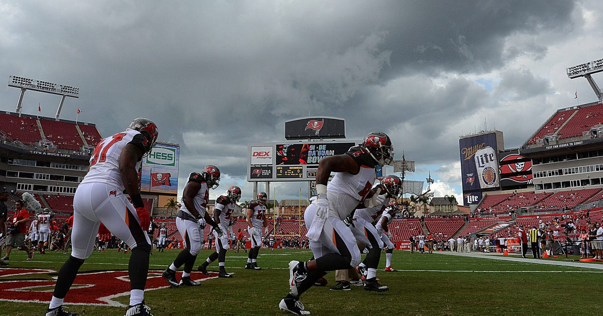 Bucs Rams Game Resumes After 51 Minute Weather Delay Fox