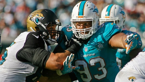 13. Miami Dolphins sign Ndamukong Suh to record contract
