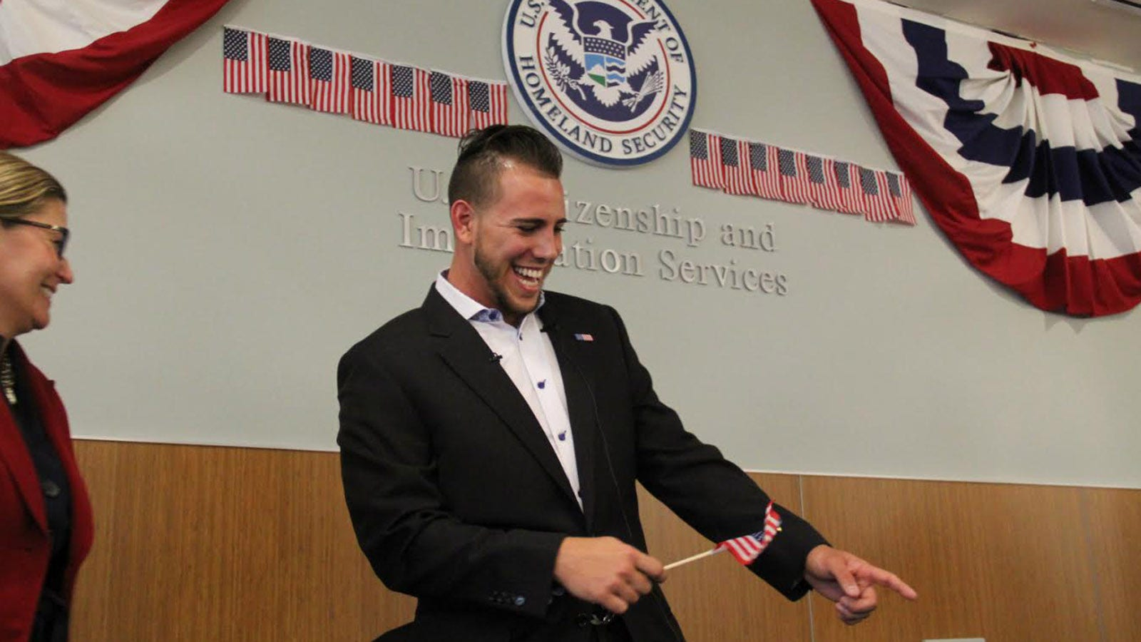 Marlins' Jose Fernandez officially sworn in as a U S