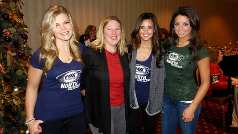 Kendall, Angie and Kaylin meeting Minnesota Wild fans!