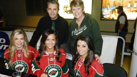 Meet & Greet with fans at the Wild Playoff Pregame Party. Fans also got autographs from NHL Alumni.