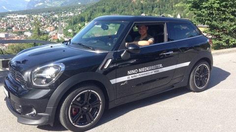 Nino Niederreiter, Wild right winger