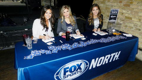 Angie, Kendall & Jennifer signed cards, mingled with fans and gave away magnets and can coozies for anyone who stopped by.