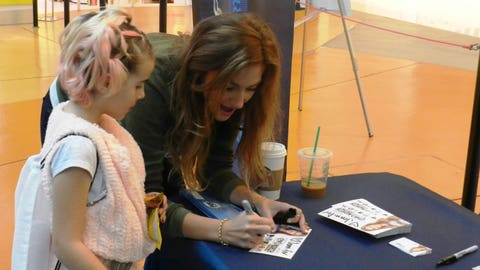 Jennifer visits with a young fan at Nickelodeon Universe.