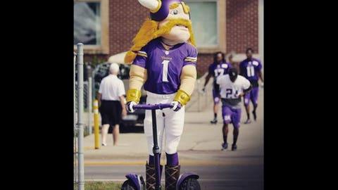 Viktor, Vikings mascot