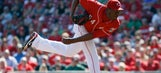Reds sign LeCure, Simon, leaving 3 without deals