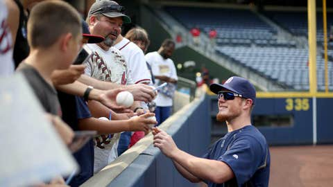 Craig Kimbrel signs autographs