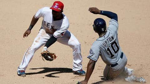 Justin Upton steals second