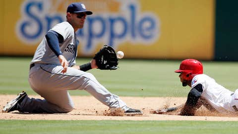Middlebrooks tags out Andrus