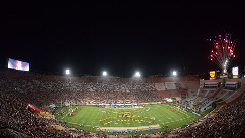 USC Trojans: 6,000 sq. ft; 150 x 40