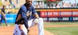 Lack of buzz greets Padres pitchers, catchers after '15 flop