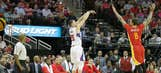 Hot shooting leads Clippers over Rockets
