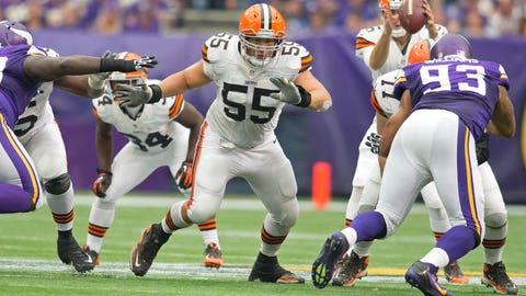 Center Alex Mack, Browns