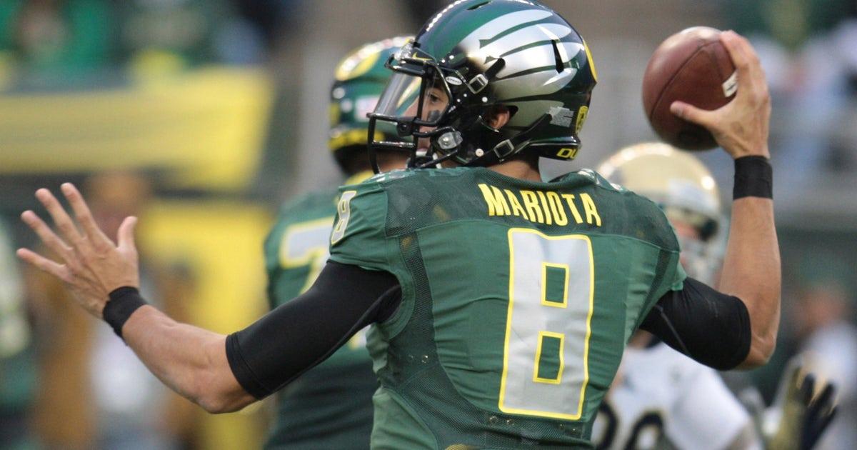 Video Oregon S Marcus Mariota Risks Everything To Score