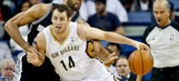 Pelicans lose starting center Jason Smith