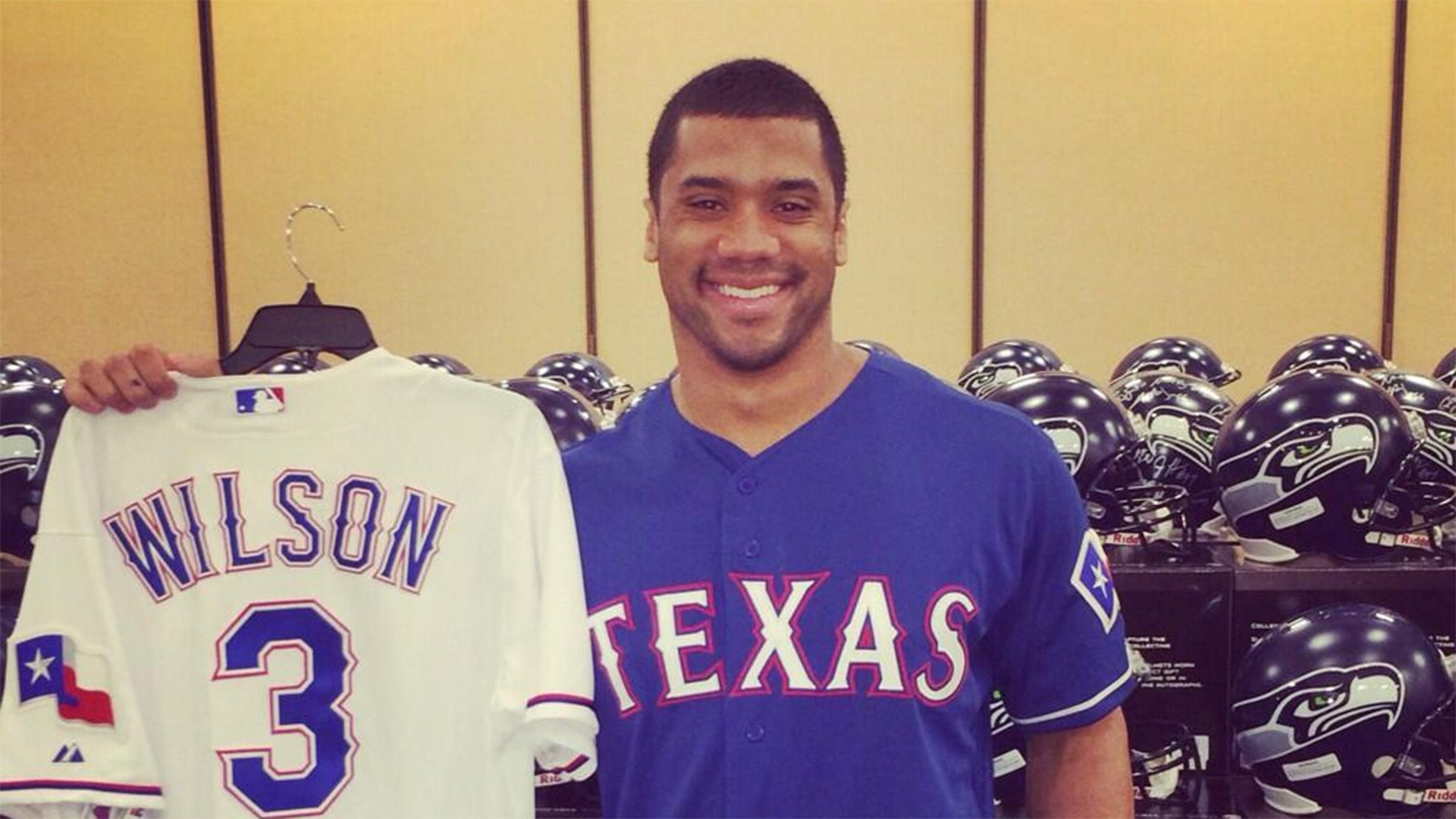 pretty nice 45cac 25ba4 Russell Wilson tweets he's going to Rangers spring training ...