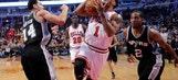 Rose scores 22, struggling Bulls beat Spurs