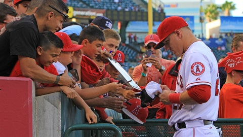 Trout is the MVP of autograph signing