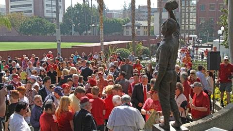 Gallery: Statue of legendary USC baseball coach Rod Dedeaux unveiled