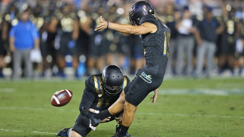 QB Josh Rosen, UCLA stomp Cal at Rose Bowl