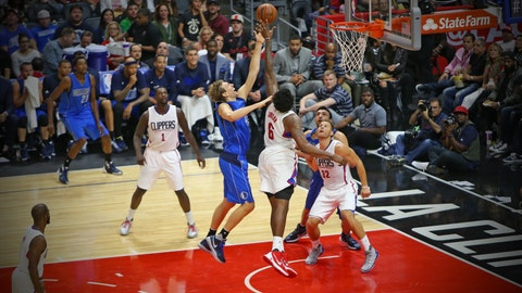 Clippers overpower Mavs during home-opening victory
