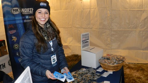 Sage helps fans warm up with American Idol hand warmers.