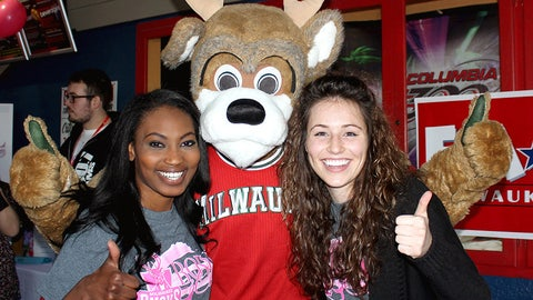 Bango stops by to cheer on the bowlers.