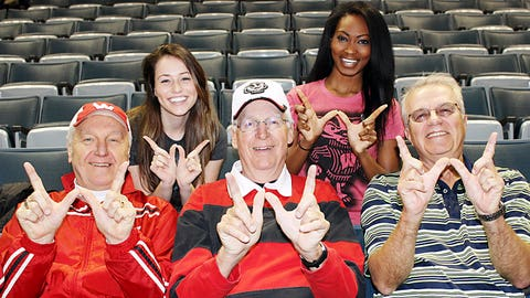 """Sage & Bishara flash the """"dubs"""" with some Badgers fans."""
