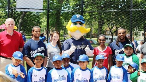 Bernie Brewer, Rickie Weeks, Khris Davis & the FOX Sports Wisconsin Girls are ready to give these Little Brewers some coaching tips.