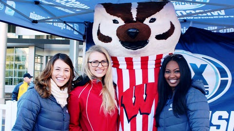 Bucky stopped by Badgerville to tailgate with fans.