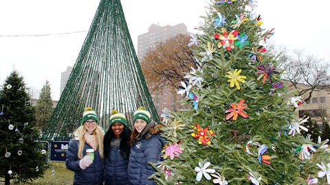 The FOX Sports Wisconsin Girls get into the Holiday spirit with a visit to Cathedral Square before the parade.