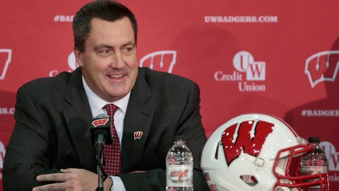 Gary Andersen surprisingly leaves Wisconsin to become head coach of Oregon State/ Paul Chryst returns to Wisconsin to become head coach