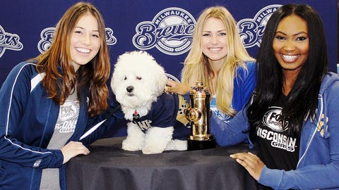 Bishara, Chyna & Sage say hello to the Brewers biggest celebr-pup, Hank – the ballpark dog & the 2015 Dog of the Year.