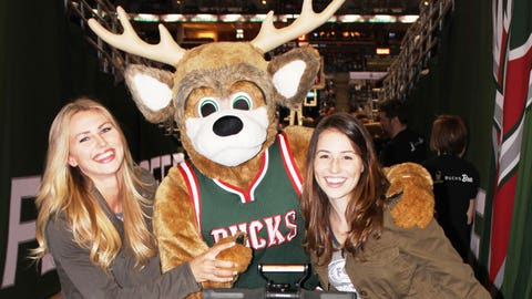Oh, deer! Bishara & Sage catch up with Bango for a quick pic.