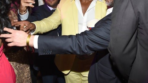 Mayweather-Pacquiao: the scene outside the ring