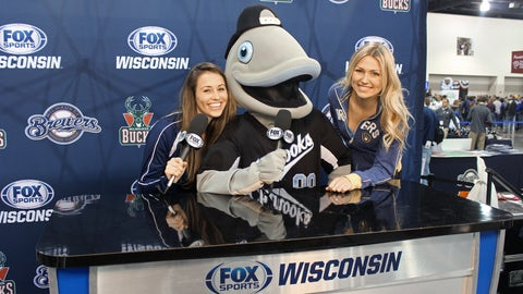 Gill from the Lakeshore Chinooks joins Chyna & Sage behind the broadcast desk.